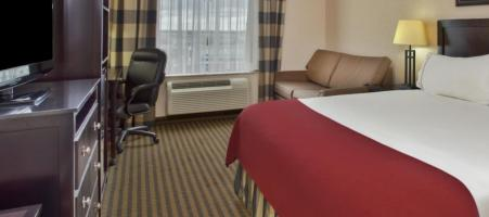 Holiday Inn Express & Suites Newmarket